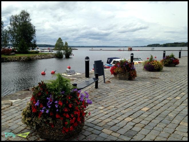 Озеро, набережная. Приятное тихое место.