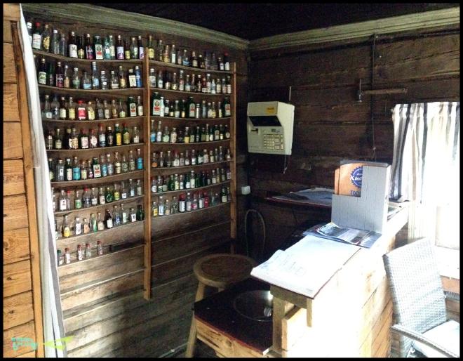 Внутри самого маленького ресторана. Бар из минибутылочек. Коллекция от посетителей.