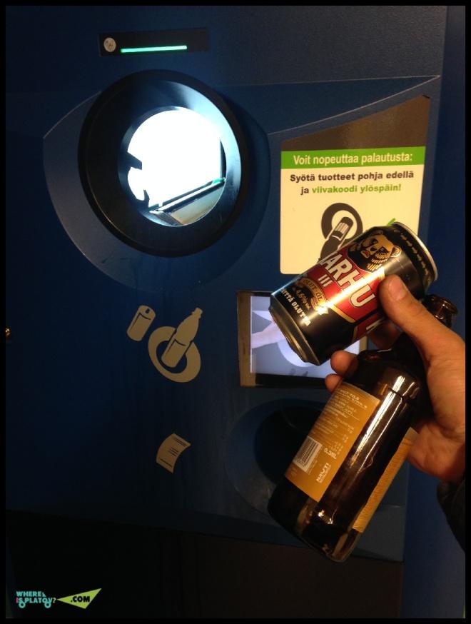 Во всех супермаркетах стоят автоматы по приему банок и бутылок