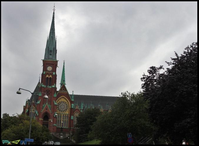 Церковь Оскара Фредрика Oscar Fredriks kyrka. Она названа в честь короля Оскара II. Король посетил церковь в 1898 году. В 1930 году появились окна клира и фрески с изображением волхвов и крещения Иисуса. В 1967 году в церкви установлен орган с 47 регистрами.