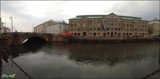 Городской музей Гетеборга на набережной канала.