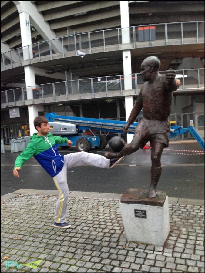 Памятник Гуннару Грену, шведскому футболисту 40-50 годов, серебряный призер чемпионата мира, олимпийский чемпион, легенда Милана в связке Гре-Но-Ли