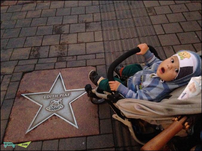Аллея звезд на входе в парк Лизеберг