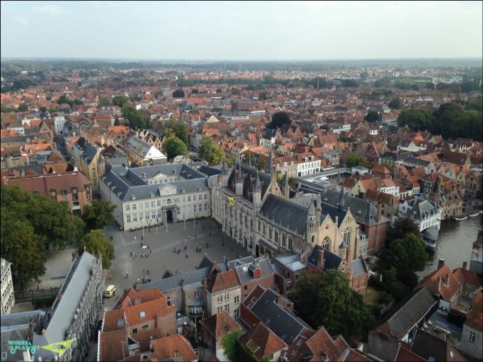 Площадь Бург и дворец Правосудия. В 9ом веке это был замок первого графа Фландрии