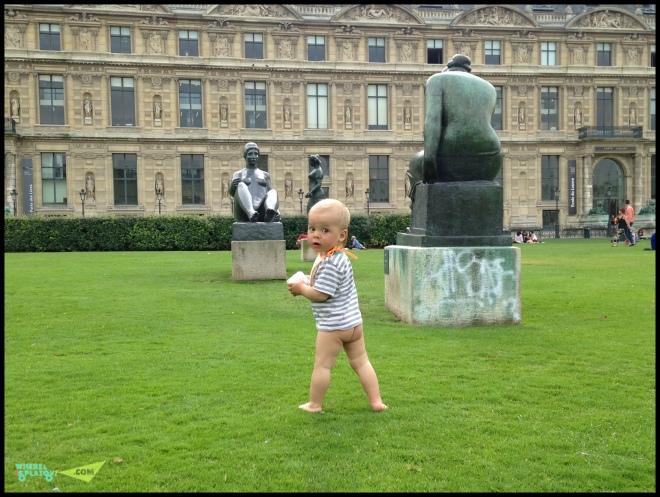 Парк в Париже у Лувра