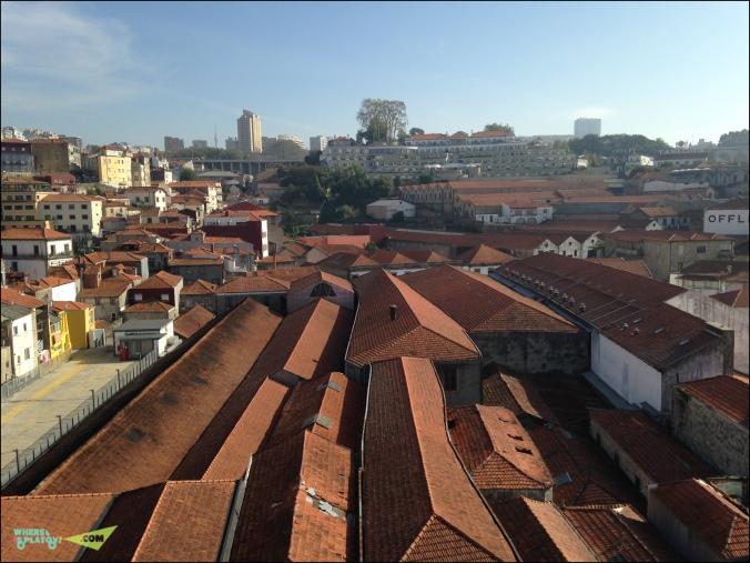 Вид на крыши с канатной дороги