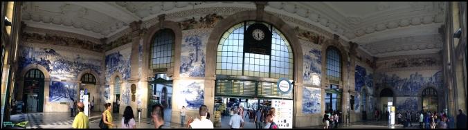 Панорама. Азулежу в интерьере вокзала.