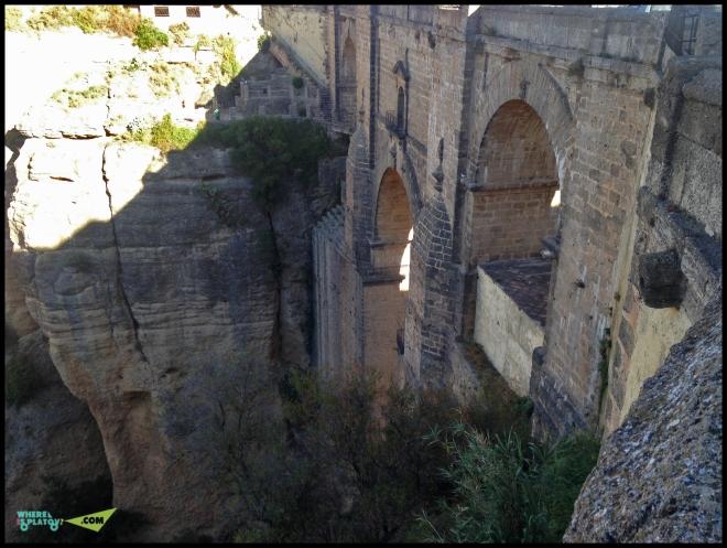 Городская тюрьма была внутри в мосту!