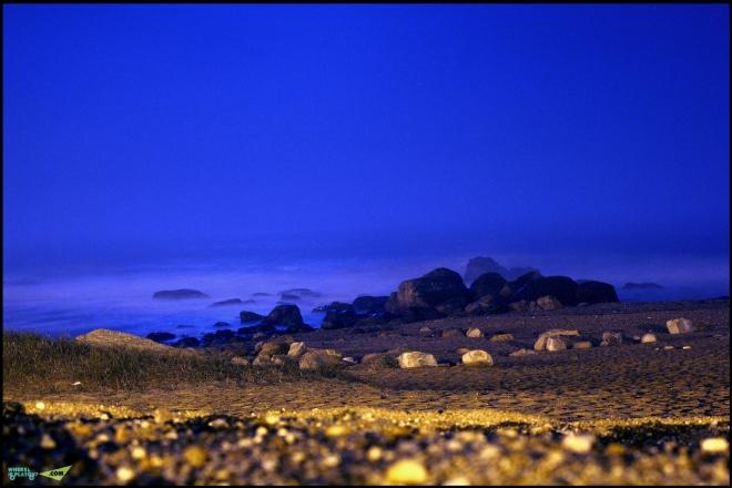 Океан ночью, приятно засыпать под шум моря.