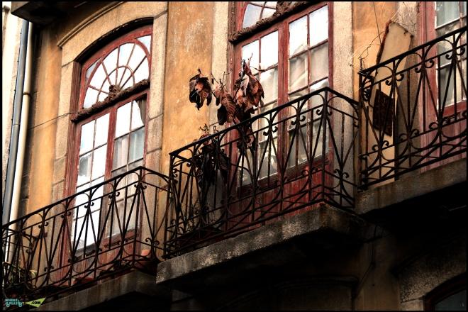 Вот такие заброшенные балкончики.