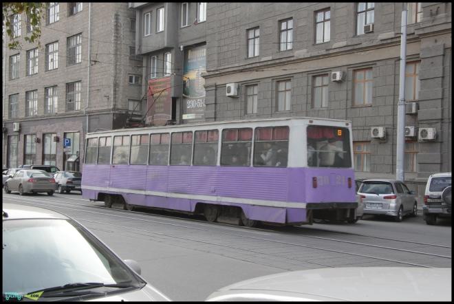 Яркие трамваи.